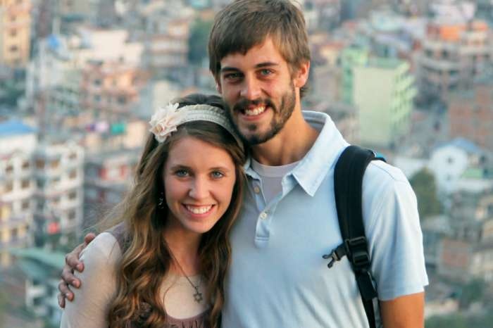 'Counting On' Fans Slam Jill Duggar Again! Claim She Is Forcing PDA With Derick Dillard