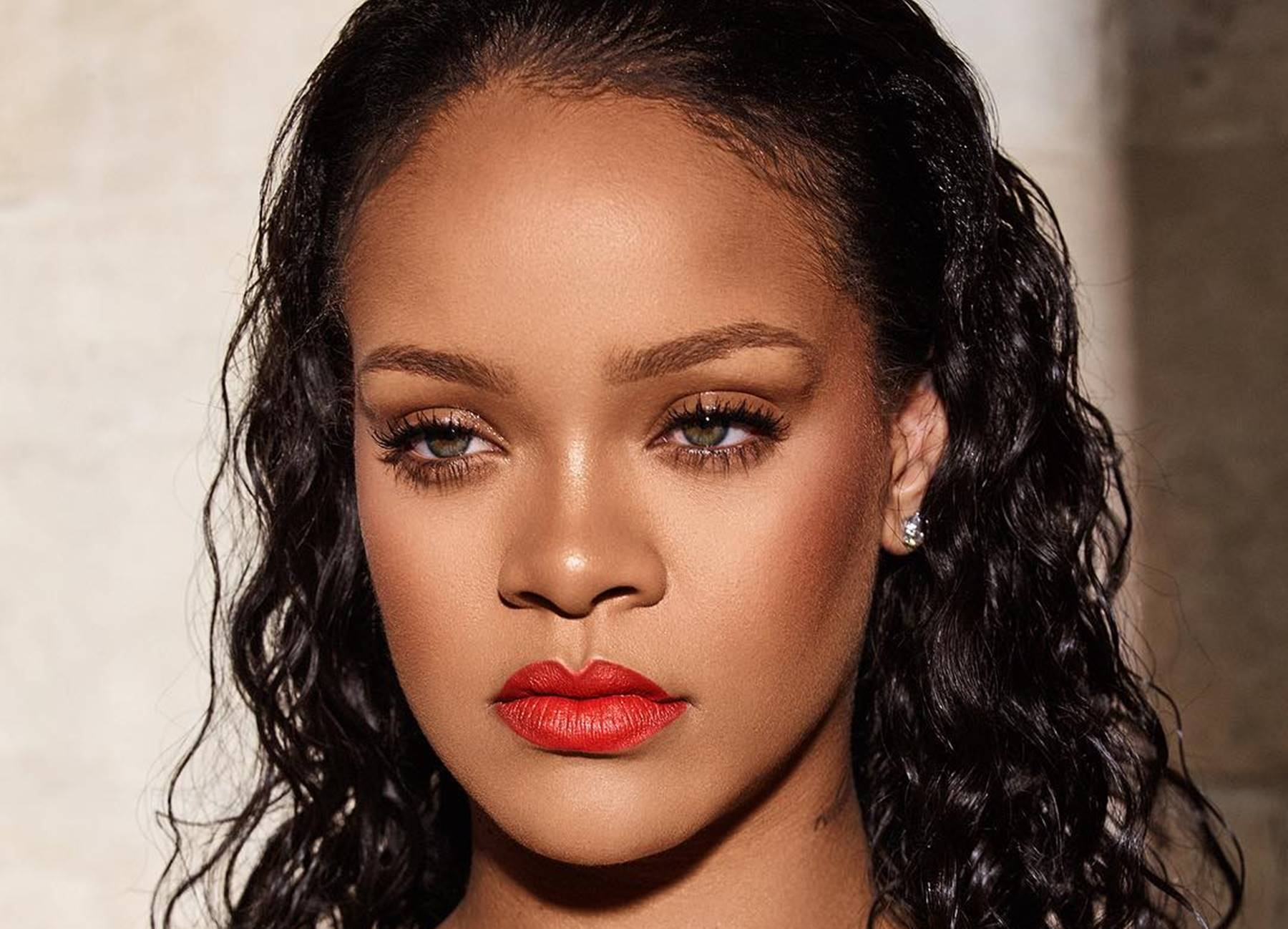 Here Is Why Rihanna Fans Think She Is Pregnant And A New ... Rihanna