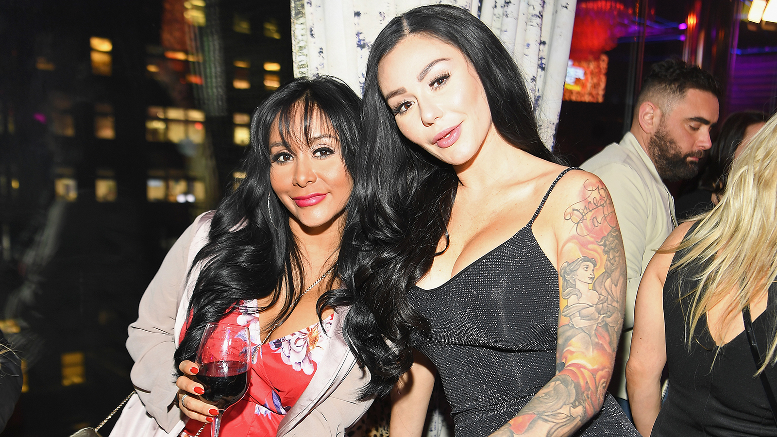 """""""snooki-defends-her-jersey-shore-co-star-j-woww-by-postage-footage-of-her-bff-talking-to-the-police-after-dispute-with-roger-mathews"""""""