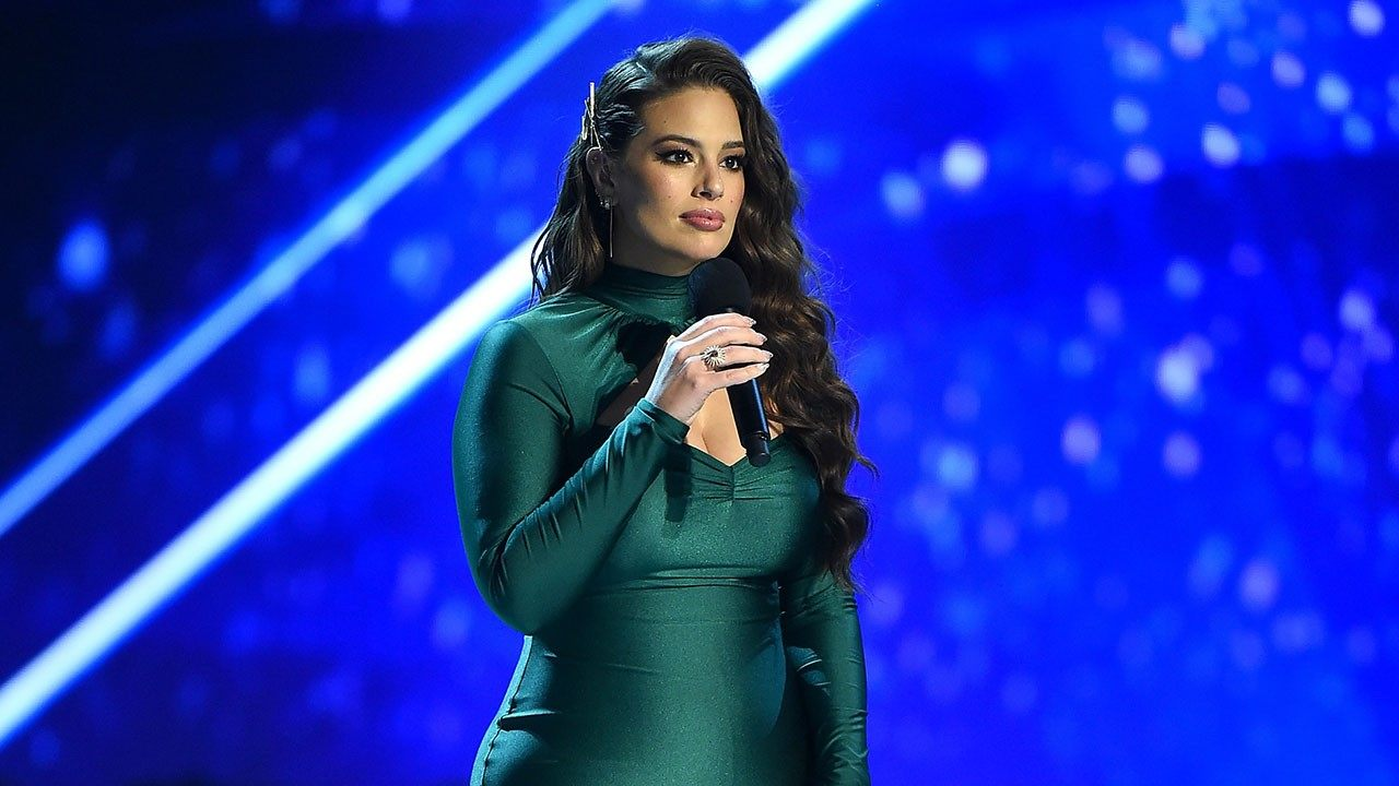 Ashley Graham Takes A Nasty Tumble Backstage At Miss Universe 2018!