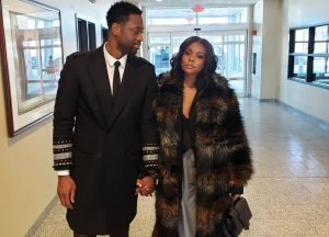Gabrielle Union Pulls 'Mama Stunts' In New Picture With Dwayne Wade -- 'Being Mary Jane' Star's Feet Leave Fans Perplexed