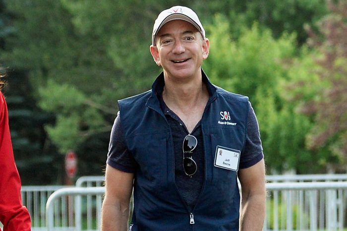Jeff Bezos Spotted Without Wedding Band As Romance With Lauren Sanchez Heats Up