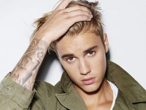 Justin Bieber Says That Chris Brown Is The Greatest Of All Time Amid Rape Allegations