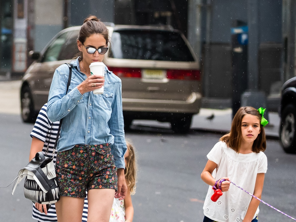 """katie-holmes-hangs-out-with-daughter-suri-after-her-vacation-with-jamie-foxx"""
