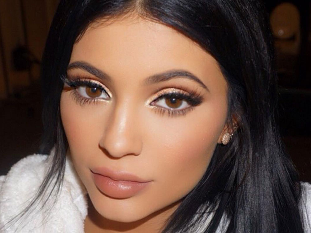Kylie Jenner Debuts An Engagement-Like Ring From Travis Scott