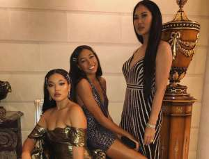 Kimora Lee Simmons Is Twinning With Daughter Ming In Lovely Photo Without Makeup And Fans Are Confused