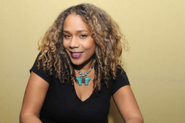 """Rachel True From """"The Craft"""" Claims She Wasn't Invited To Former Co-Star Party Because She's Black"""