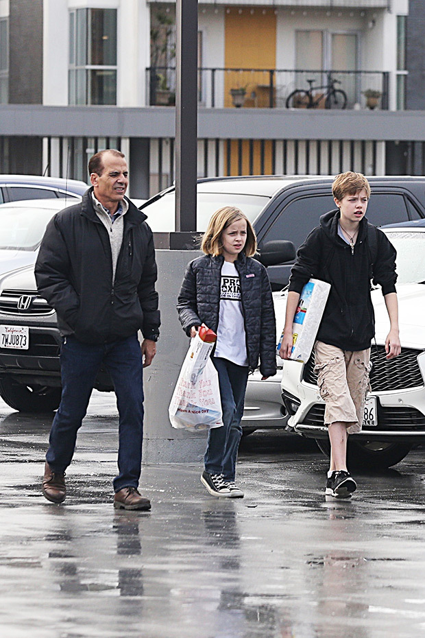brad-pitt-doesnt-like-new-bodyguard-shopping-with-his-kids