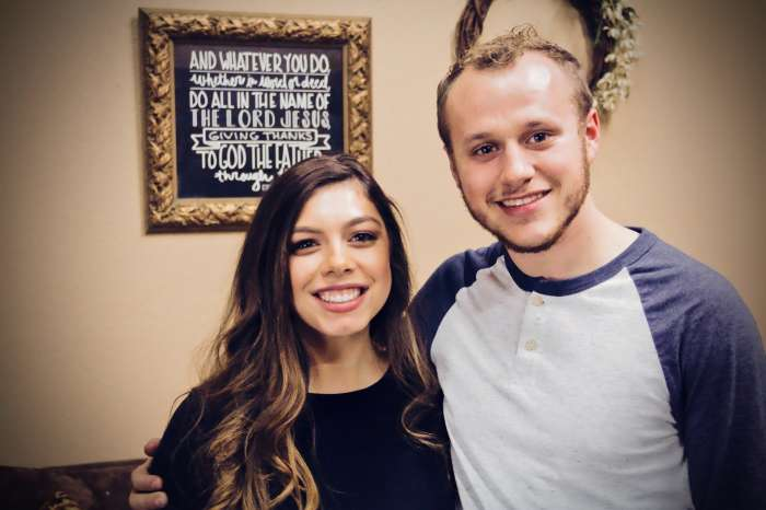 Josiah And Lauren Duggar Put Pregnancy Rumors To Rest - See Her Rocking Tight Red Dress!