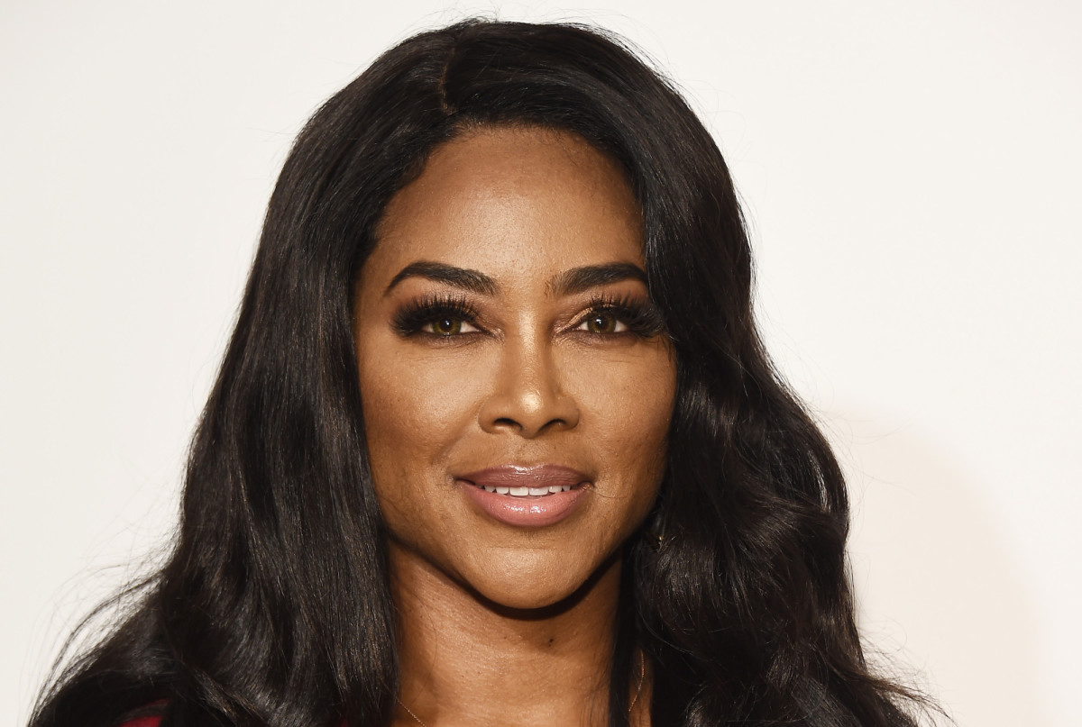 """kenya-moore-is-focused-on-getting-back-her-pre-pregnancy-body-see-her-latest-gorgeous-photo-on-the-beach"""
