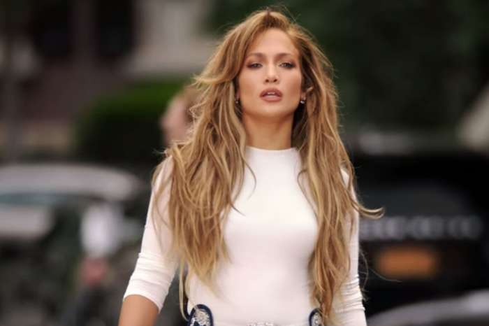 Jennifer Lopez - Current Beau Alex Rodriguez And Her Ex Sean 'Diddy' Combs Gush Over Her Incredible Abs!