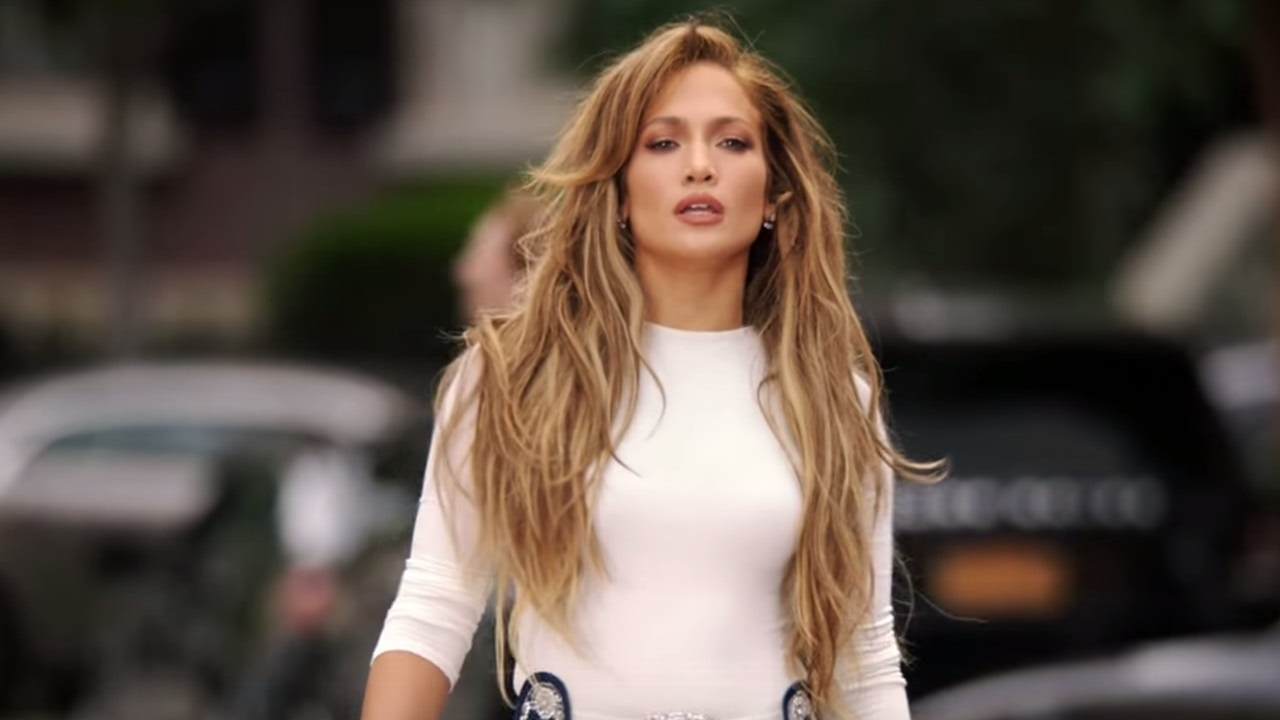 """""""jennifer-lopez-current-beau-alex-rodriguez-and-her-ex-sean-diddy-combs-gush-over-her-incredible-abs"""""""