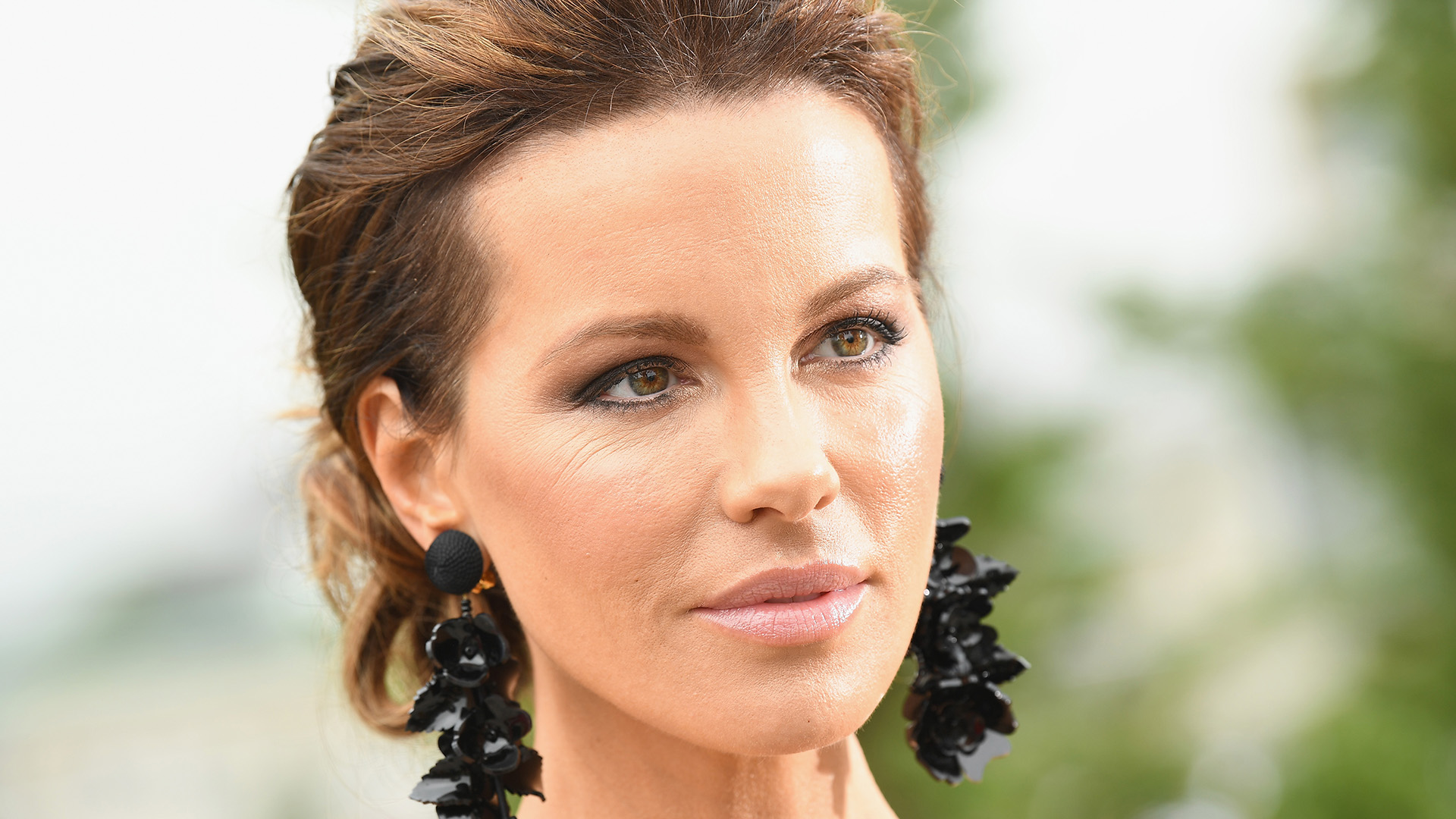 """""""kate-beckinsale-suffers-painful-ruptured-ovarian-cyst-and-shares-teary-pics-from-her-hospital-bed"""""""