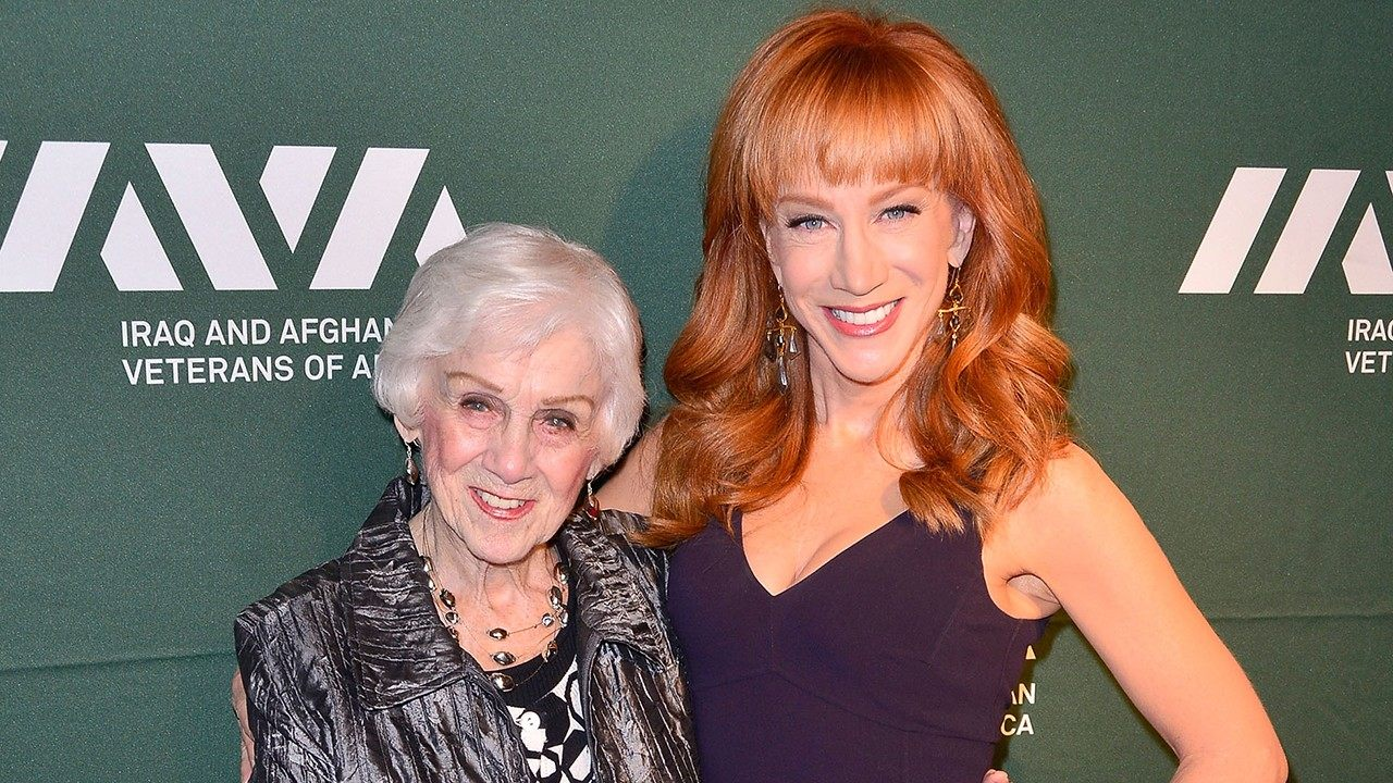 """""""kathy-griffin-reveals-the-devastating-news-that-her-mom-suffers-from-dementia"""""""