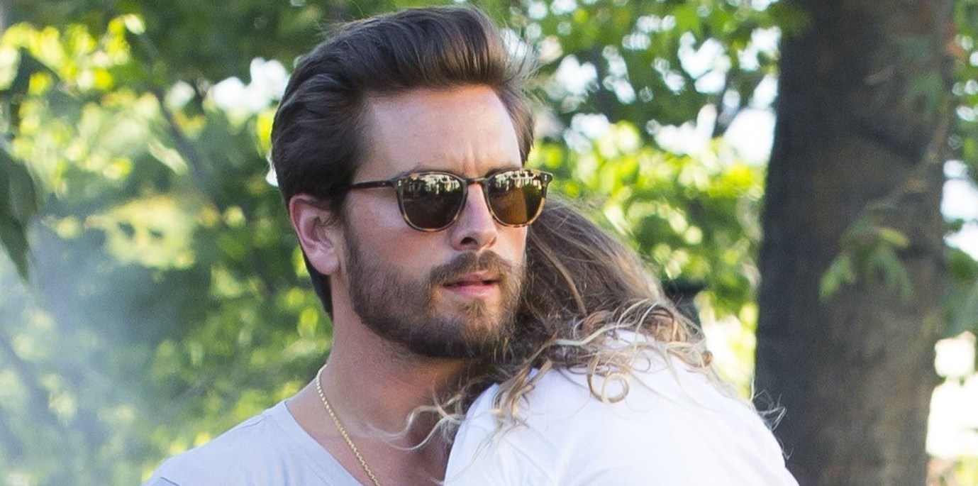 """scott-disick-under-fire-after-daughter-penelope-makes-racist-gesture-see-the-problematic-pic"""