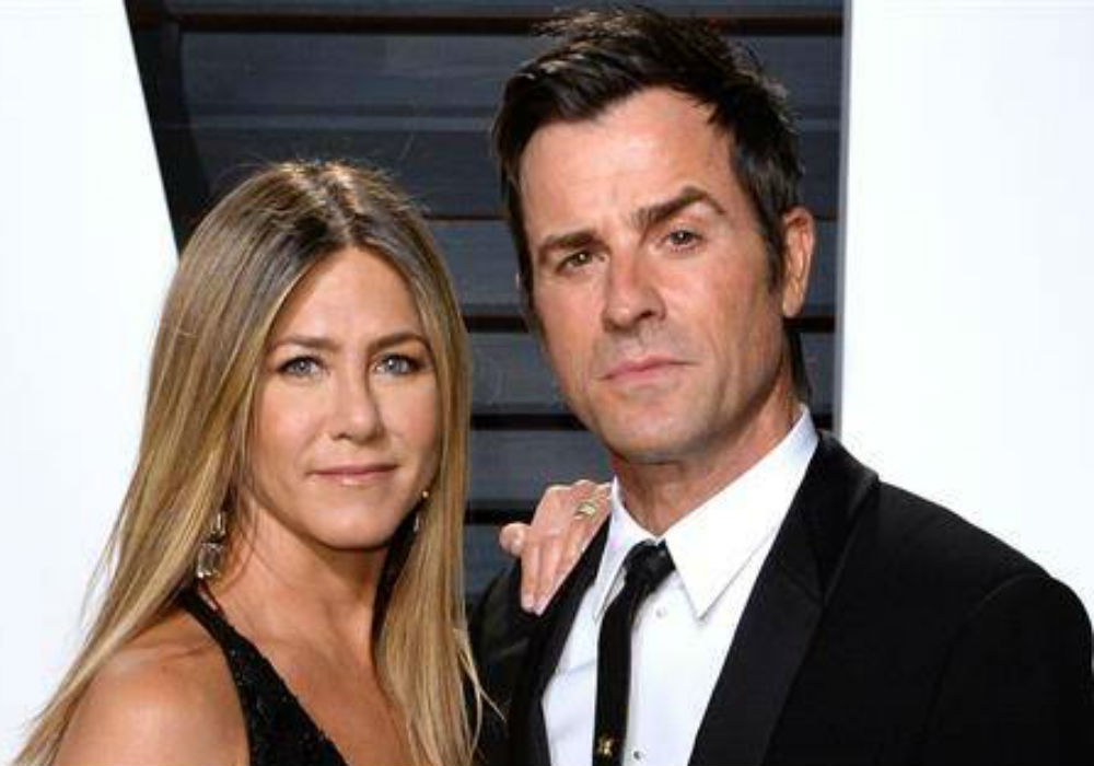 """do-jennifer-aniston-and-justin-theroux-keep-in-touch-one-year-after-announcing-their-divorce"""