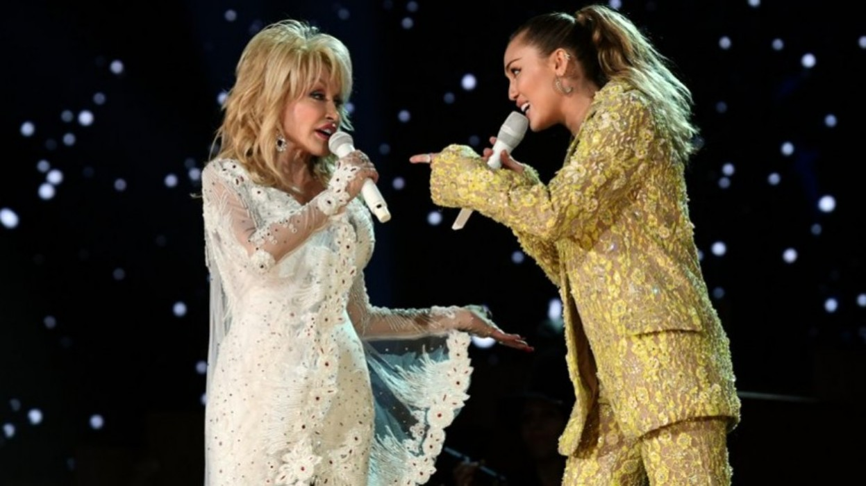 """dolly-parton-sings-and-is-honored-at-the-grammys-but-guess-what-she-said-about-9-5"""