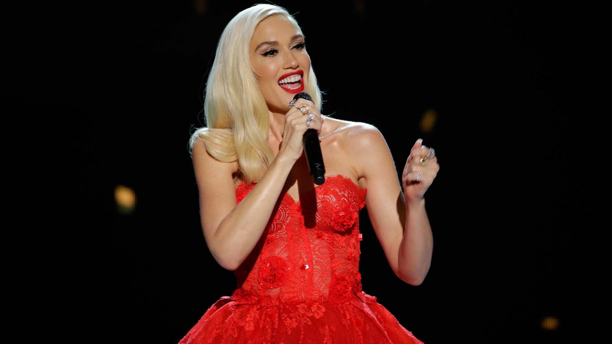 Gwen Stefani Blake Shelton Valentine's Day