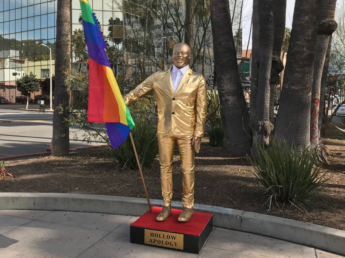 """statue-of-kevin-hart-holding-a-rainbow-flag-spotted-near-oscars-venue-after-hosting-controversy"""