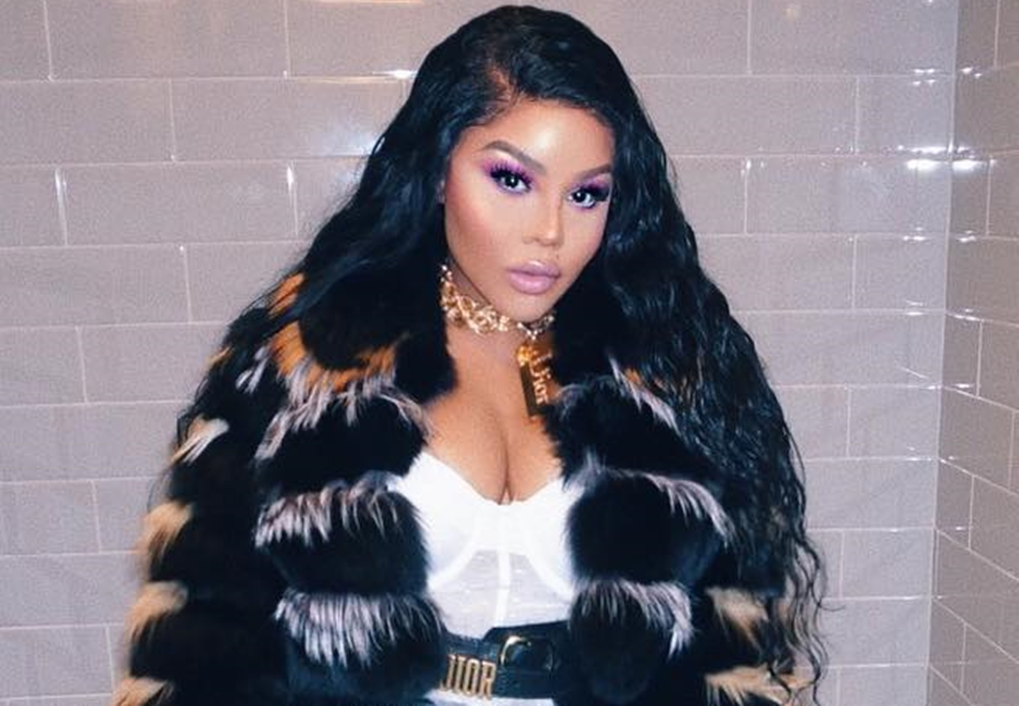 """""""lil-kim-performs-with-mya-but-someone-stole-this-show-in-the-pictures-and-she-is-not-even-mad-about-it"""""""
