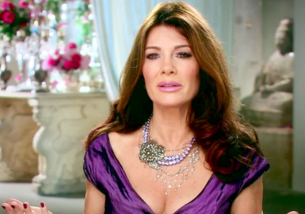 """lisa-vanderpump-is-reportedly-still-not-speaking-to-her-rhobh-co-stars-days-ahead-of-the-season-9-premiere"""