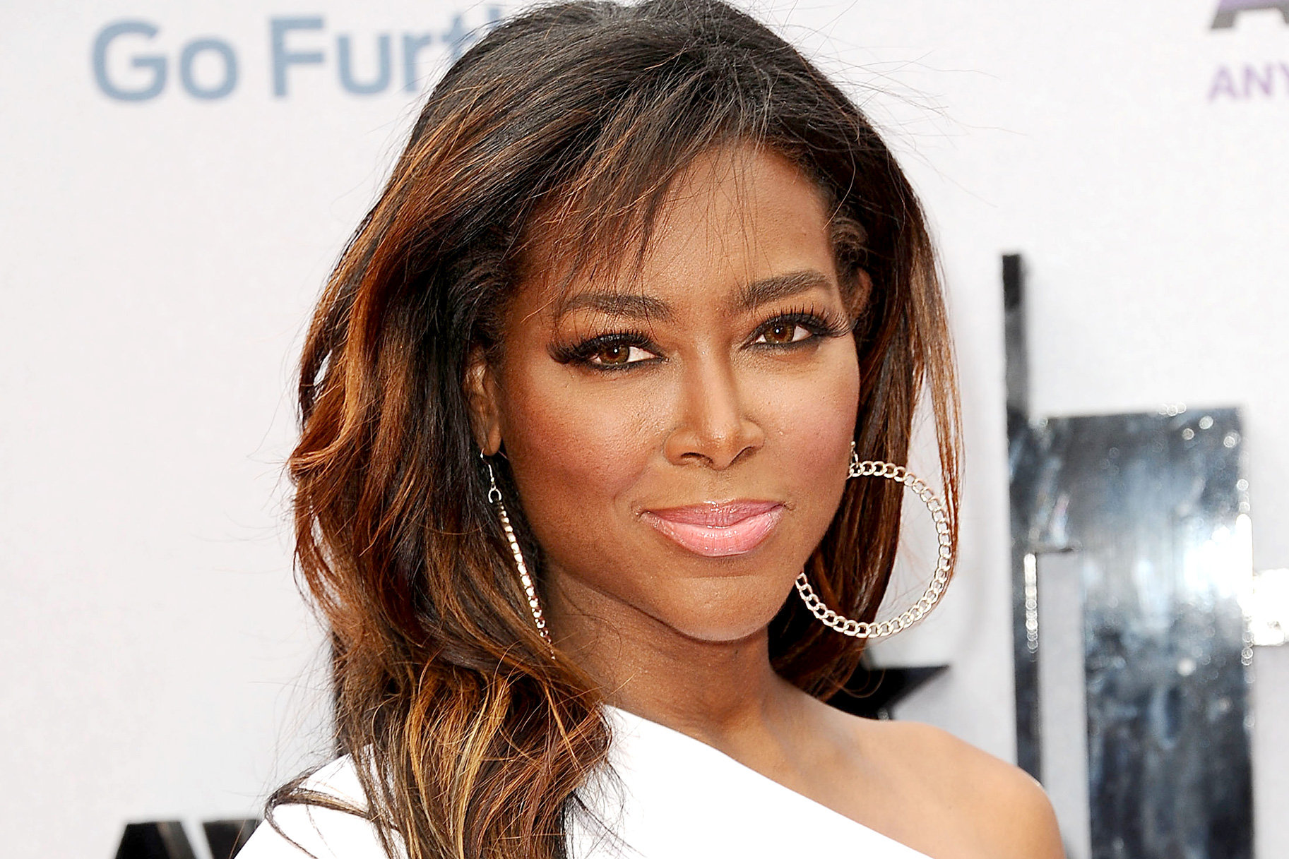 Kenya Moore Is Grateful To Fans Who Came To See Her At 'Alex And Ani'