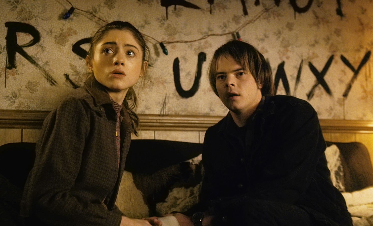 natalia-dyer-and-charlie-heaton
