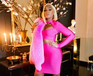 Ashanti Shows Natural Curves In Pink -- Photos Have Fans Praising Her For Never Getting Surgery