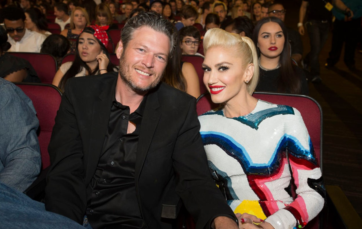 """gwen-stefani-wants-to-learn-how-hot-fans-think-blake-shelton-is-because-in-her-eyes-he-is-king"""