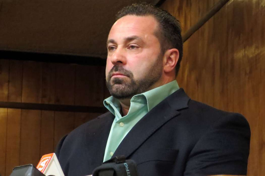 """joe-giudice-might-not-even-come-home-to-visit-teresa-and-their-four-daughters-following-his-release-from-prison"""