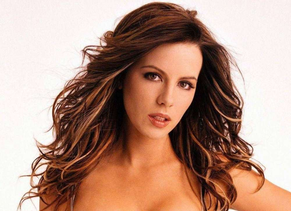 kate-beckinsale-comes-back-to-instagram-after-she-wiped-it-clean
