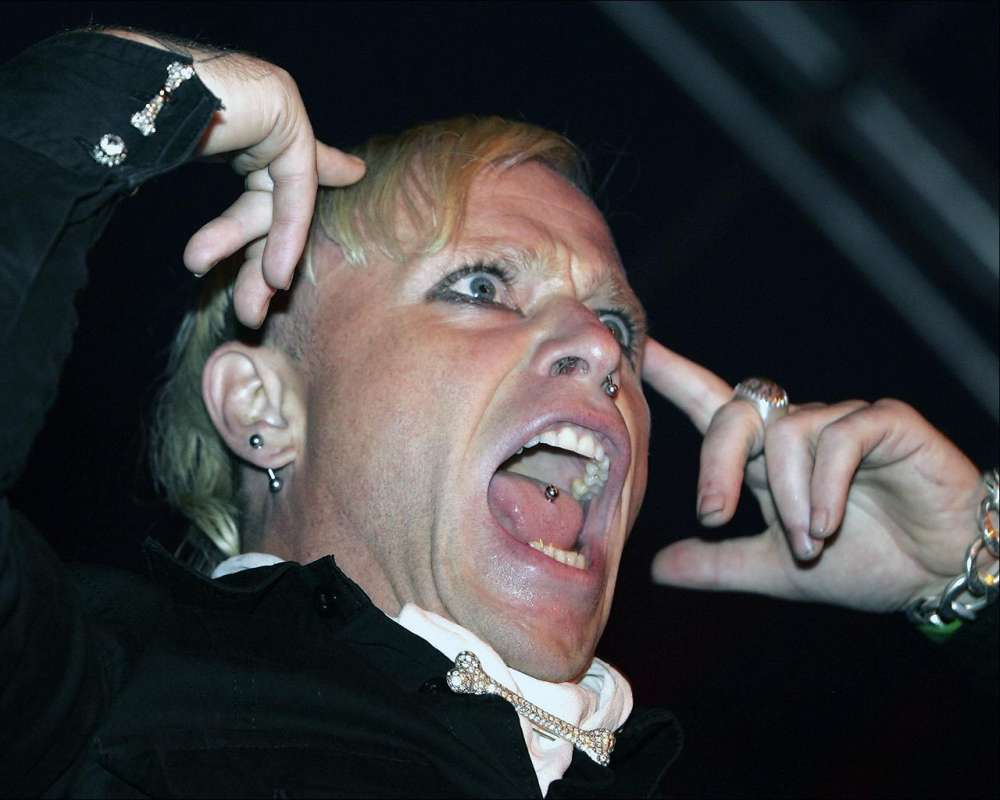 the-prodigy-fans-gather-for-funeral-of-vocalist-keith-flint-who-died-at-49-years-of-age