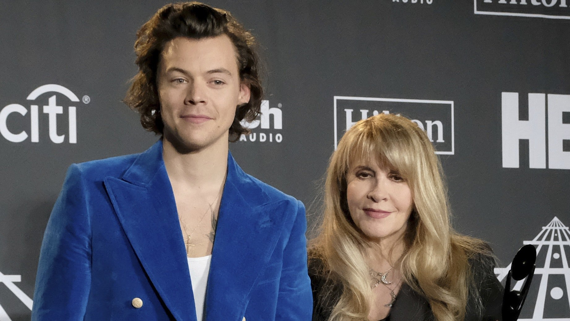 stevie-nicks-mistakes-harry-styles-for-an-nsync-member-gets-made-fun-of-on-social-media