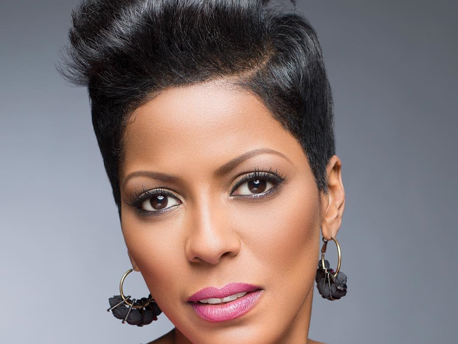 tamron-hall-shows-off-her-beautiful-baby-bump-in-new-pictures-where-her-clothes-are-too-small