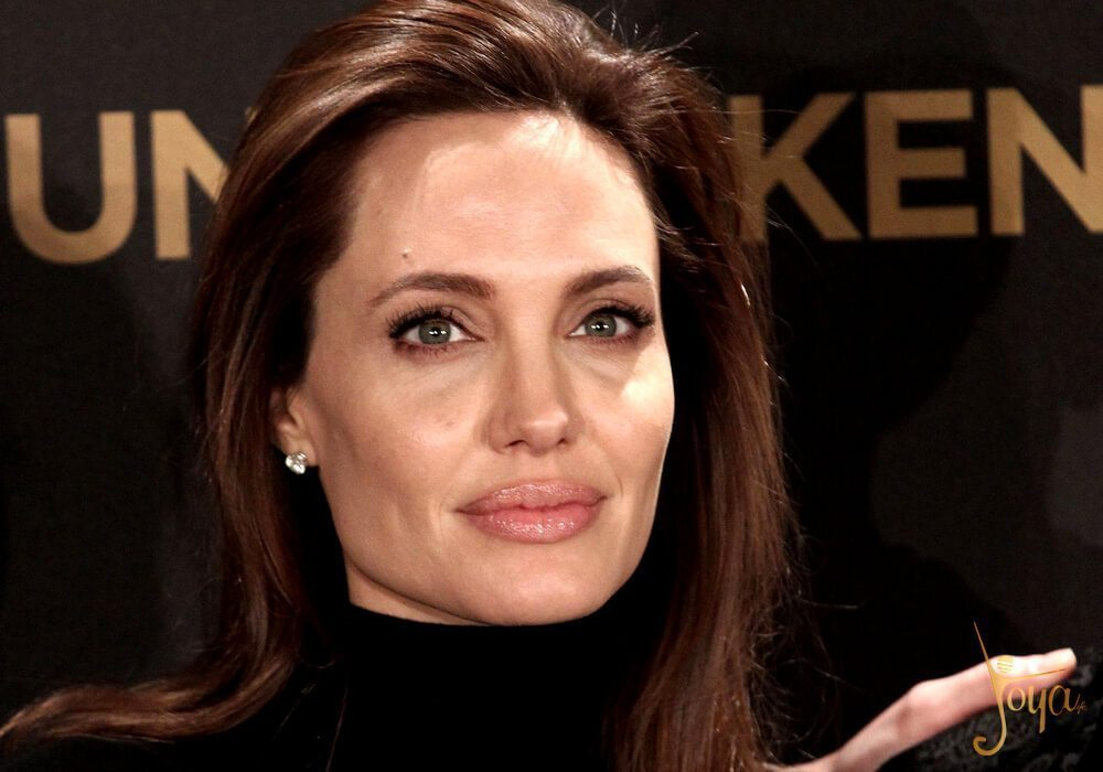 angelina-jolie-may-be-coming-to-the-marvel-universe-in-talks-for-the-eternals