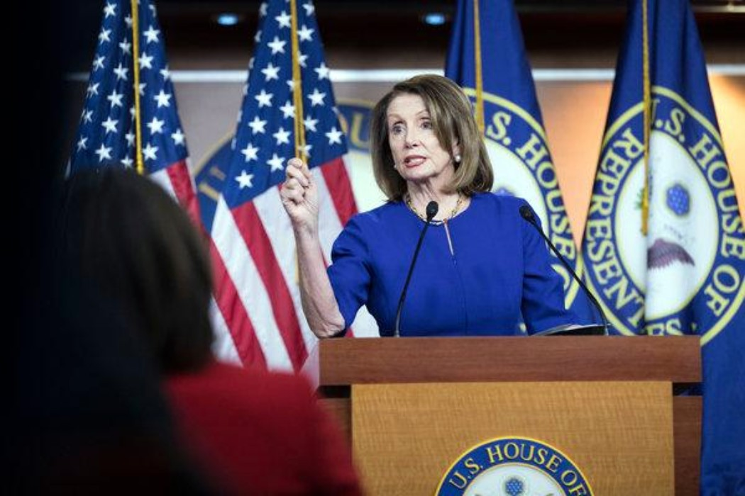 Despite differences, Dems stick with Pelosi on impeachment