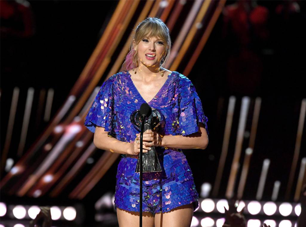 Taylor Swift Earns Tour of the Year Award at iHeartRadio Music Awards