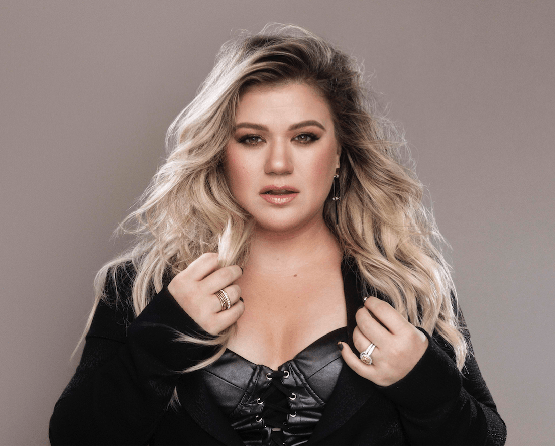 Kelly Clarkson Mistaken For A Seat Filler At The Acm