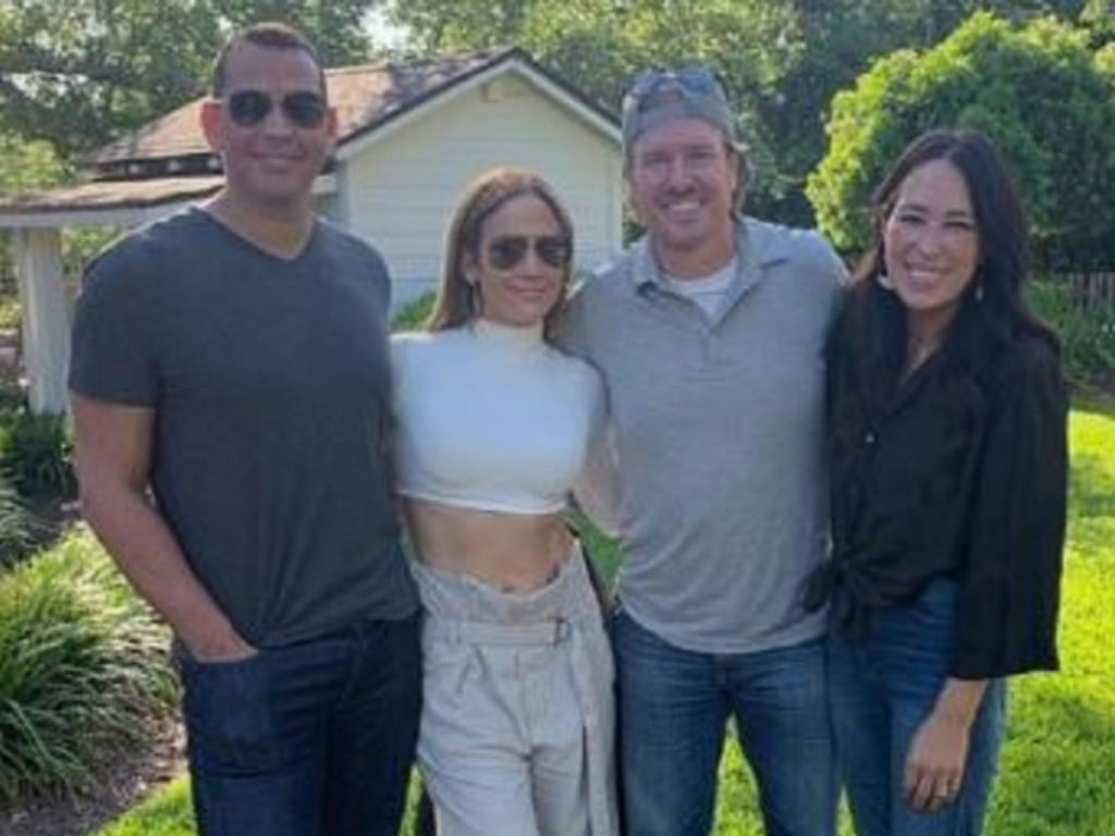 new-bffs-alert-chip-and-joanna-gaines-have-fun-filled-weekend-with-jennifer-lopez-and-alex-rodriguez