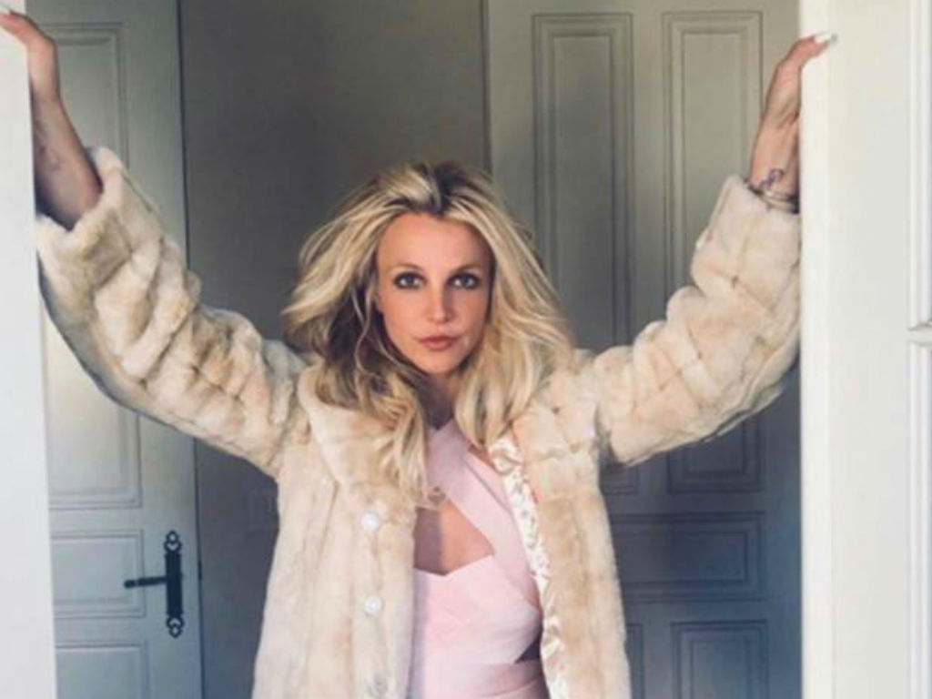 britney-spears-fans-think-she-is-being-held-against-her-will-at-mental-health-facility-but-why