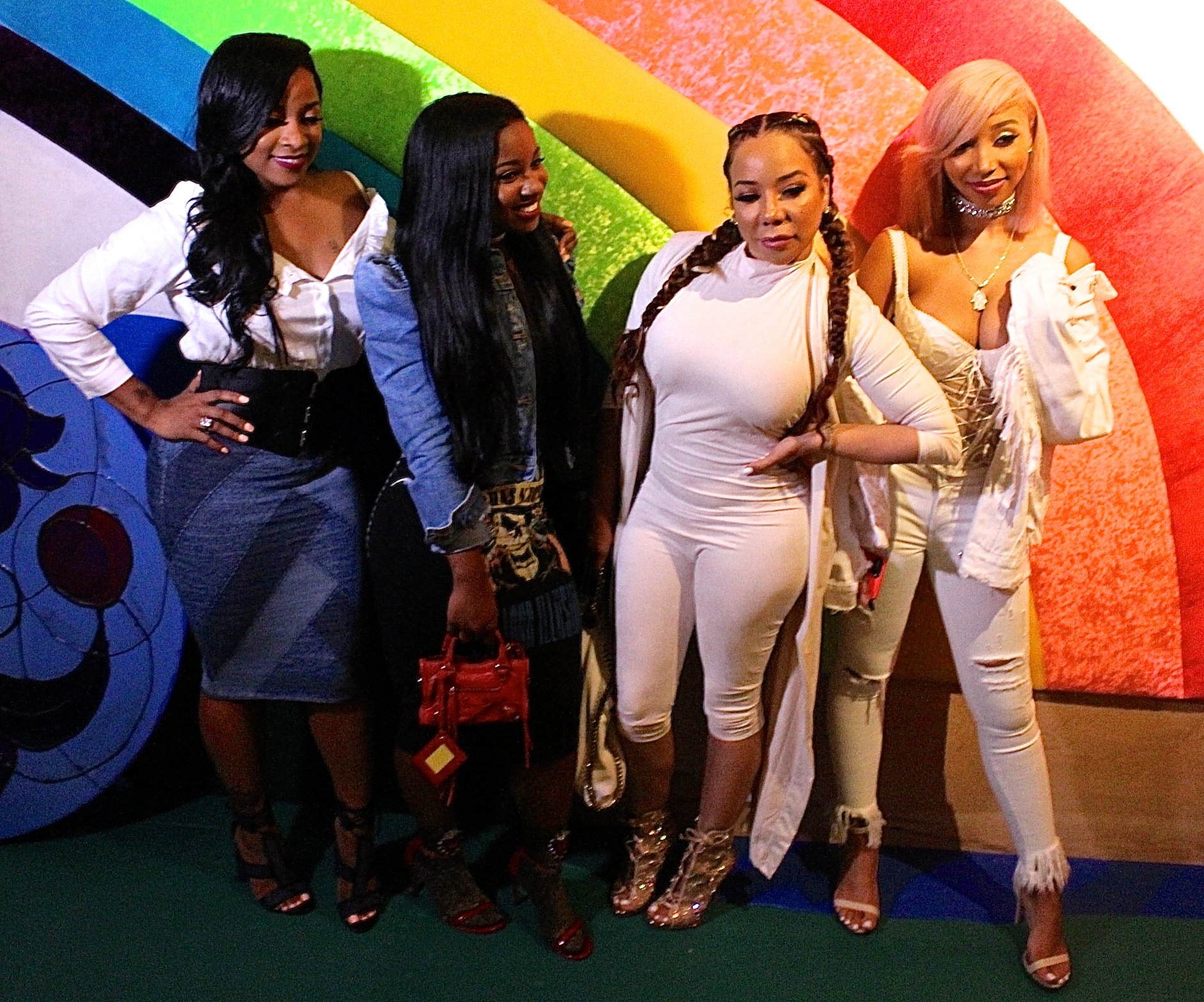 Reginae Carter, Zonnique Pullins And Their Moms, Tiny Harris, And Toya Wright Are Laughing Their Hearts Out In This Video, Doing It All To Look Snatched
