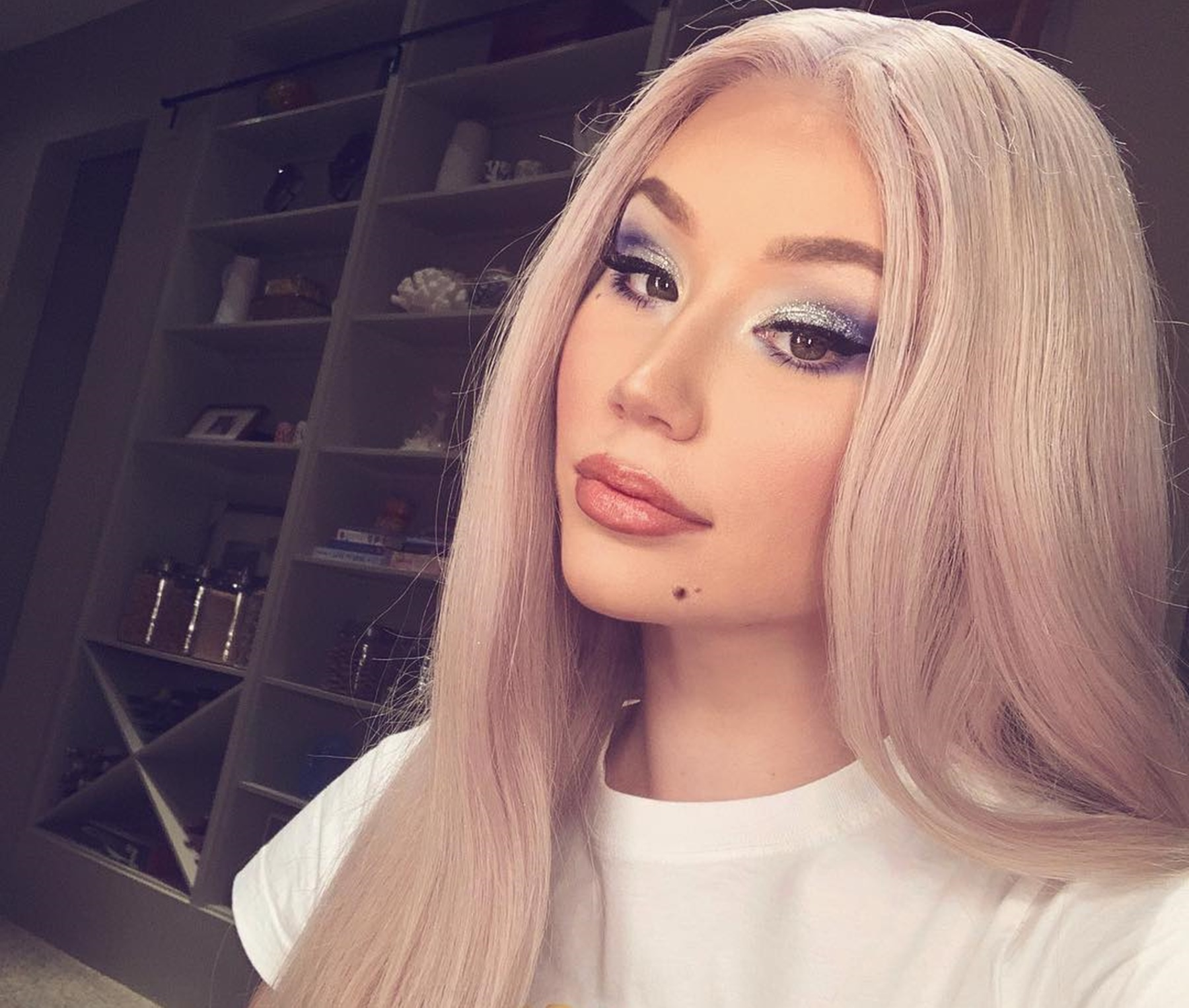 iggy-azalea-is-in-bed-with-her-sugar-daddy-pictures-have-fans-mocking-her-boyfriend-playboi-carti