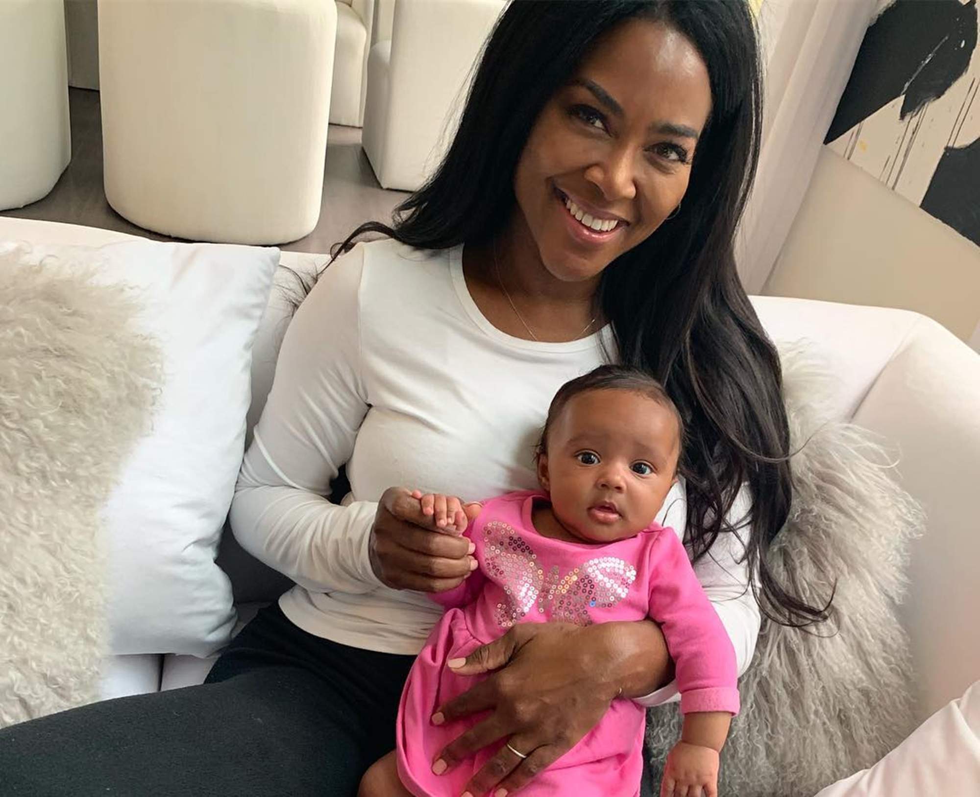 kenya-moore-kills-it-in-little-black-dress-photo-curious-fans-have-questions-about-her-vanishing-waistline