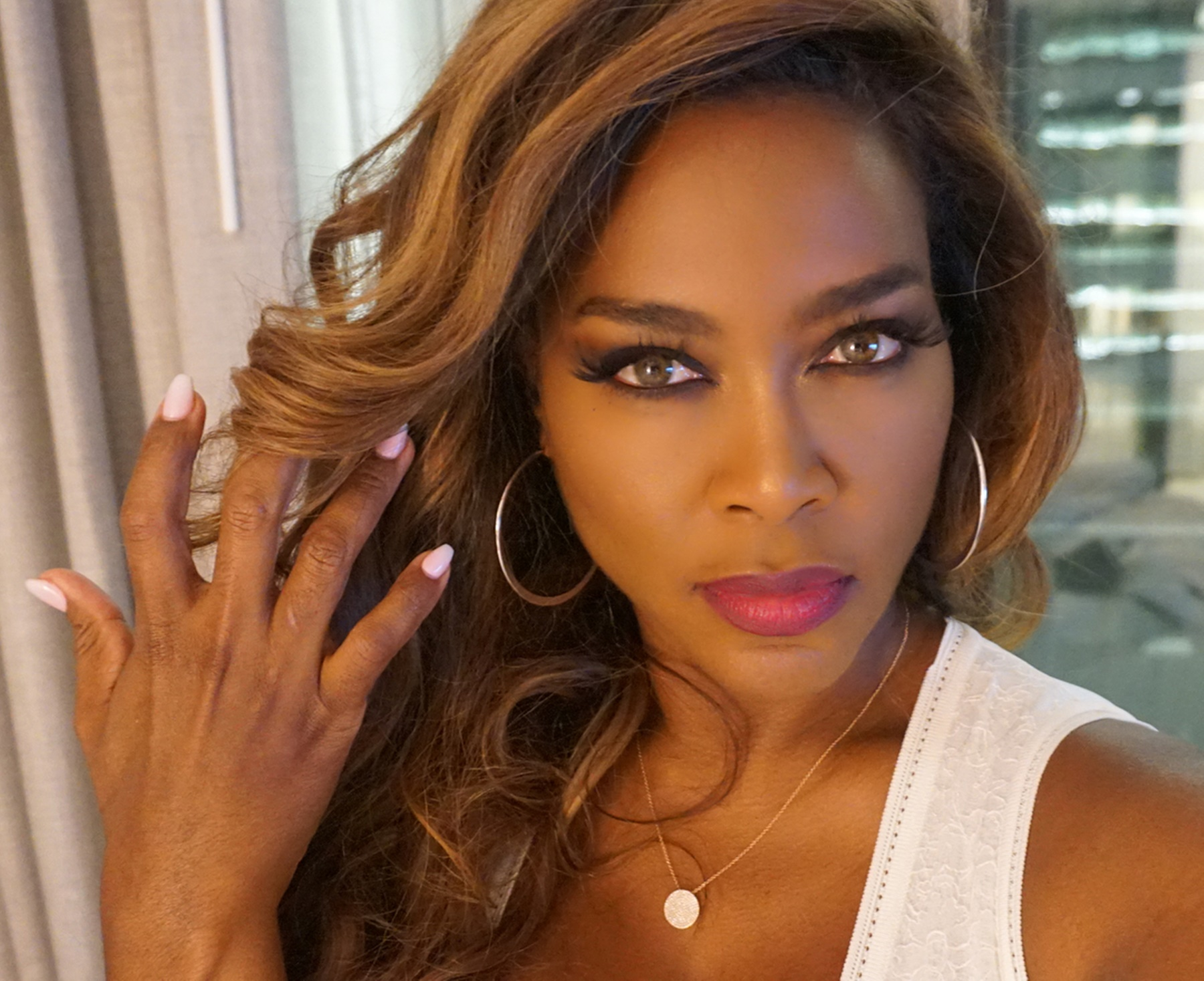 kenya-moore-shows-off-her-dangerous-curves-in-body-hugging-dress-porsha-williams-has-the-best-reaction-to-sultry-photo