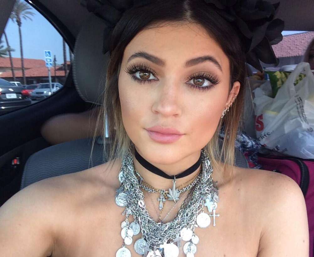 kylie-jenner-says-shes-doing-her-best-to-only-focus-on-the-good