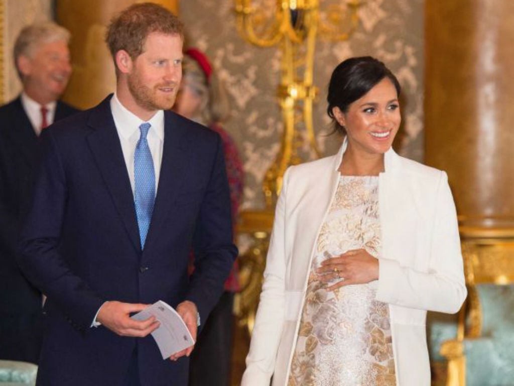 meghan-markles-celebrity-pals-amal-clooney-serena-williams-and-more-give-duchess-parenting-advice-as-due-date-nears