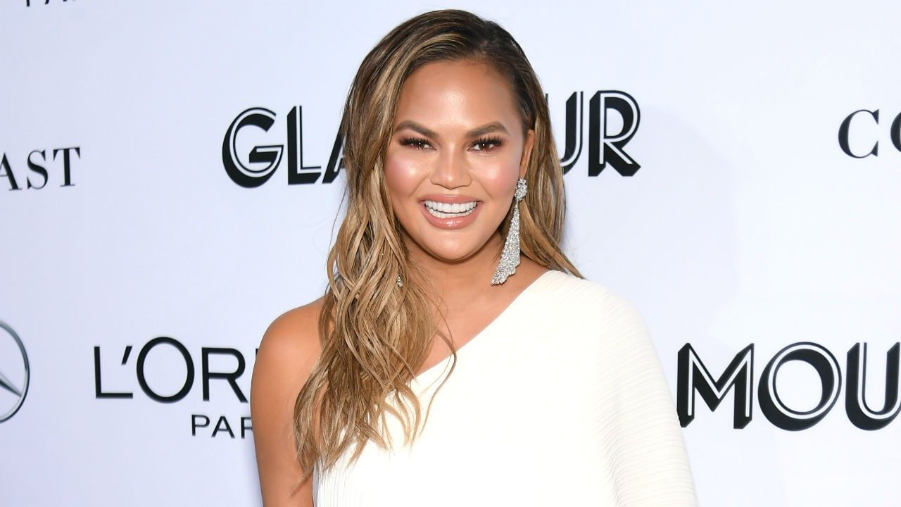 chrissy-teigen-called-chubby-by-haters-she-claps-back