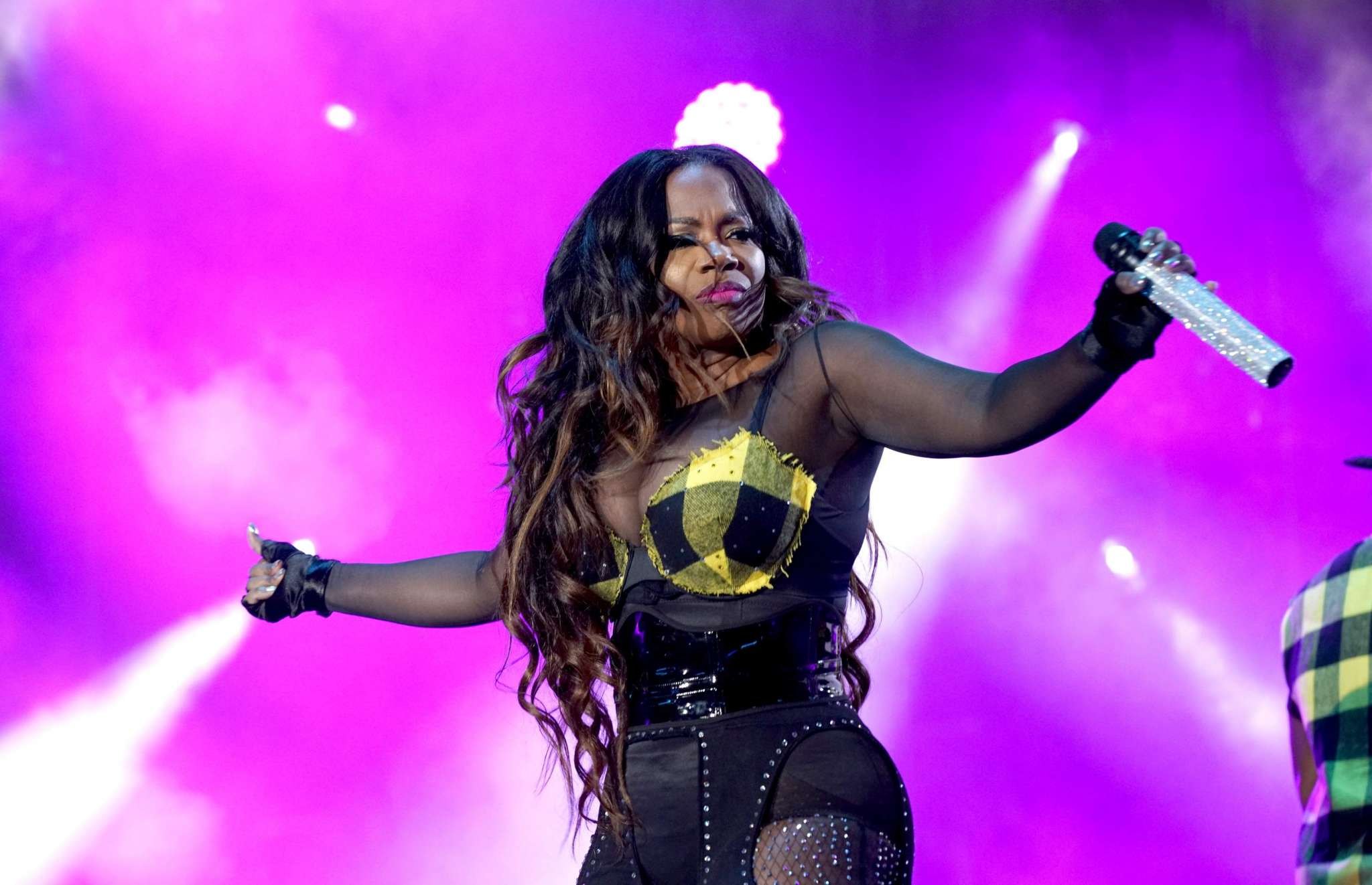 kandi-burruss-shows-fans-how-shell-be-dancing-at-the-dungeon-watch-the-juicy-video