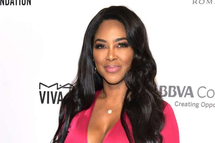 Kenya Moore Shows Off Her Natural Hair And Makeup-Free Face In Stunning Selfie!