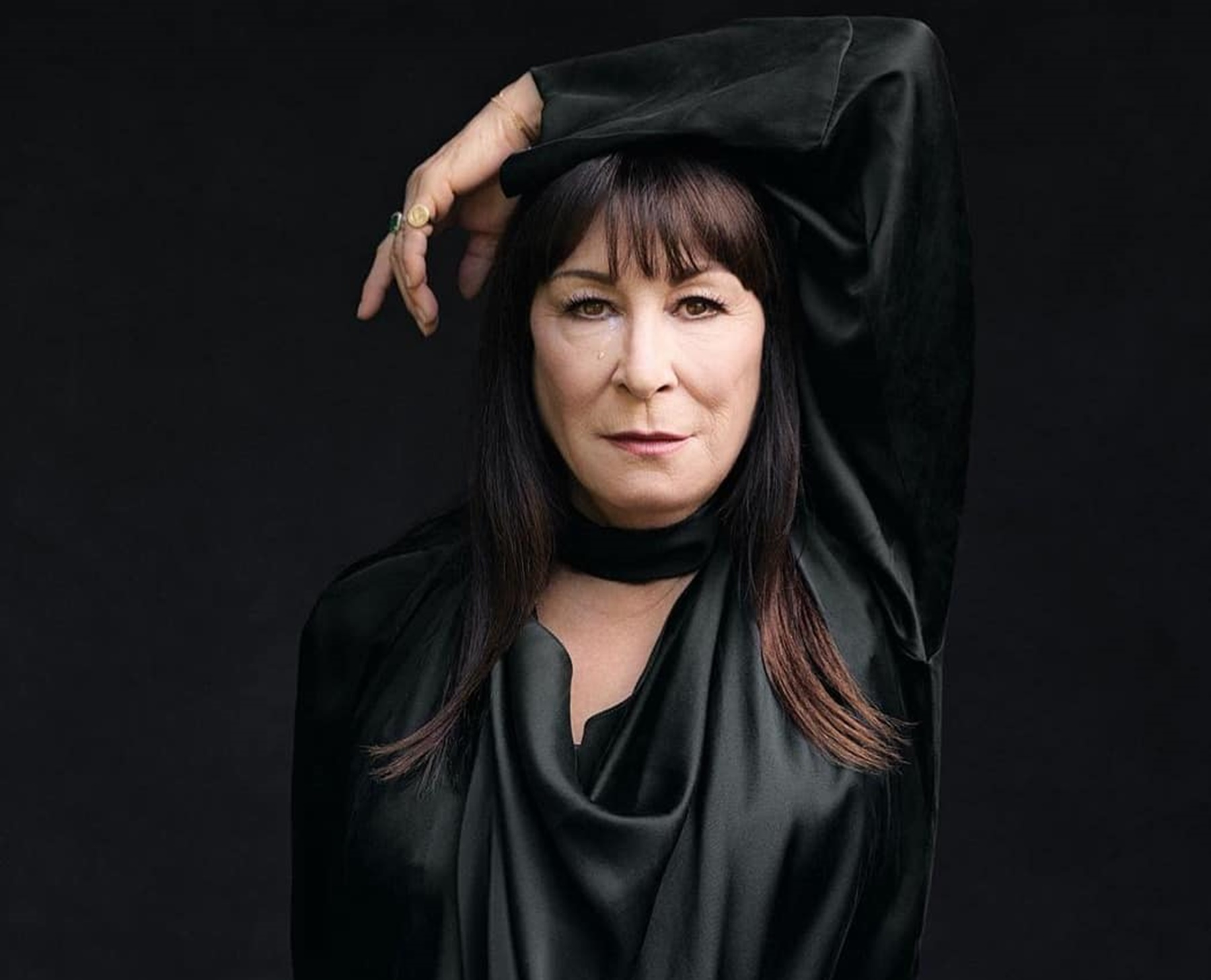 anjelica-huston-thrashes-diane-keaton-robert-de-niro-and-oprah-winfrey-critics-see-her-as-a-whiner